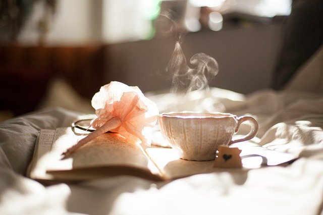 Zur Ruhe kommen bei Tee und einem guten Buch
